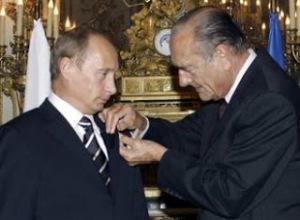 Chirac decorates Putin