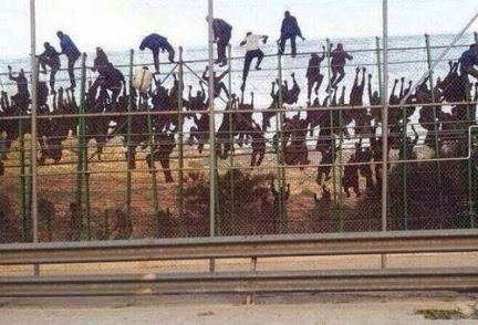 https://jcdurbant.files.wordpress.com/2014/05/afb64-melilla-storming-fence-mar18-2014.jpg