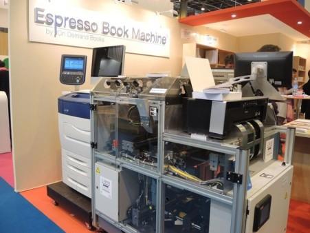 L-Espresso-Book-machine-exposee-Salon-livre-Paris-mars-2015_0_730_450