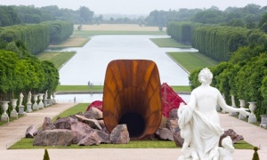"Anish-Kapoor-""Dirty-Corner"""