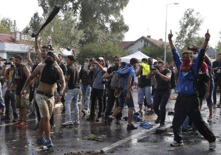 riotingmigrants