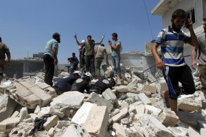 Men and civil defence members look for survivors from under the rubble after an airstrike on the rebel held village of Taftanaz eastern countryside of Idlib, Syria, August 13, 2016. REUTERS/Ammar Abdullah