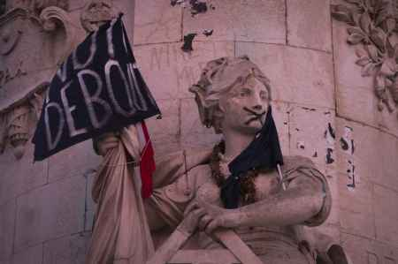 place-republique-paris-o-mouvement-nuit-debout-abrite
