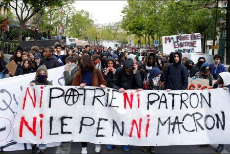 Manifestation-lyceenne-a-Paris-aux-cris-de-Ni-Marine-ni-Macron.jpeg