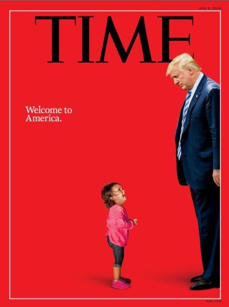 « La version originale de cet article a donné une mauvaise formulation du sort de la petite fille après la photographie. Elle n'a pas été emmenée en larmes par les patrouilles frontalières ; sa mère l'a récupérée et les deux ont été interpellées ensemble. »